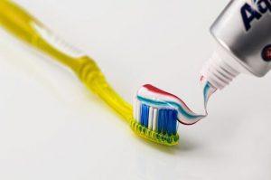 歯磨き粉はフッ素濃度や殺菌成分が重要