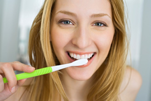 歯磨きだけでは十分な除去は難しい